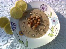 Kremowa zupa cytrynowa z grzankami i słonecznikiem