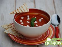 Kremowa zupa pomidorowa z kozim serem