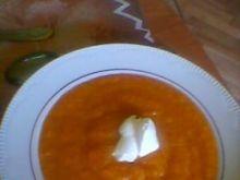 kremowa  zupa z dyni ze  śmietaną