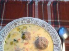 Kremowa zupa z porów z pulpecikami