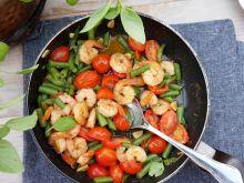 Krewetki z pomidorkami i fasolką szparagową