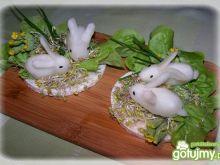 Króliczki na łące ryżowej