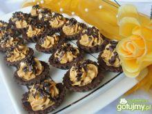 Kruche babeczki czekoladowe z kremem