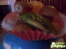 Kruche babeczki z owocami.