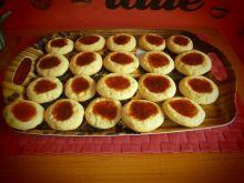Kruche ciasteczka z dołeczkiem pełnym dżemu