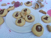 Kruche ciasteczka z orzeszkami ziemnymi