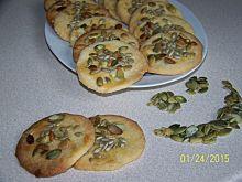 Kruche ciastka z pestkami dyni i słonecznikiem