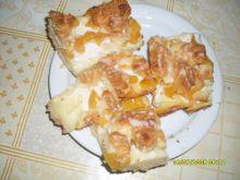 Kruche ciasto budyniowe z brzoskwiniami