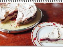 Kruche ciasto Eli ze śliwkami i bezą