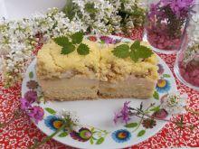 Kruche ciasto z budyniem, rabarbarem i kruszonką