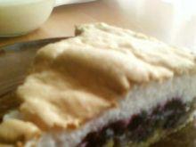 Kruche ciasto z jagodami i bezą