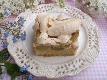 Kruche ciasto z rabarbarem i bezową pianką