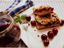 Kruche ciasto z wiśniami, ze słodką kruszonką