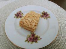Kruche ciasto z kremem karmelowym i z migdałami