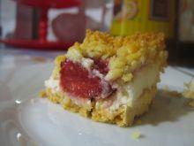 Kruche ciasto z truskawkami i pianą