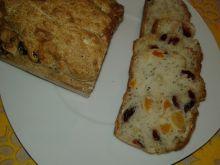 Krupczatkowy chlebek z bakaliami