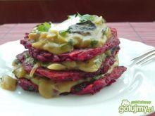 Krwawe placki z sosem cebulowo-śliwkowym