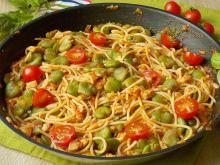 Kukurydziane spaghetti w sosie pomidorowym z bobem