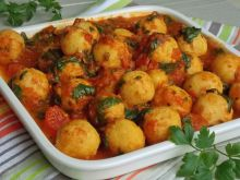 Kuleczki z ciecierzycy w sosie pomidorowym ze szpi