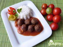Kuleczki z mięsa mielonego z sosem