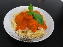 Kulki mięsne w sosie pomidorowym z groszkiem
