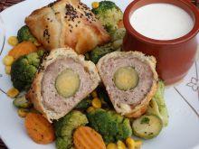 Kulki mięsne z niespodzianką zapiekane w cieście