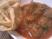 Kulki w sosie pomidorowym z rzeżuchą