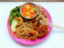 Kurczak a'la krewetka z sojowym spagetti