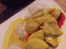 Kurczak curry z marchewką  i owocami