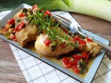 Kurczak duszony w porze i papryce