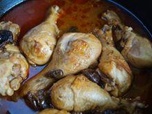 Kurczak duszony w sosie z suszonymi śliwkami