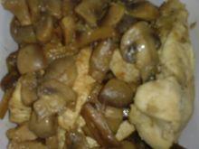 Kurczak duszony z pieczarkami