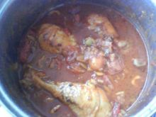 Kurczak duszony z pomidorami i oliwkami: