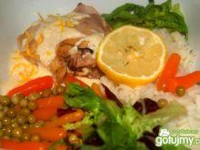 Kurczak gotowany z sosem serowym
