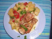 Kurczak inaczej z duszonymi ziemniakami.