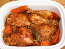 Kurczak paprykowo-ziołowy z cebulą i marchewką