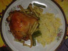 Kurczak pieczony na fasolce szparagowej z sosem