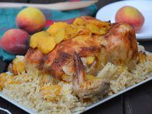 Kurczak pieczony na ryżu z brzoskwiniami