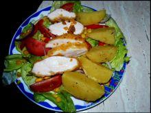 Kurczak pieczony w chipsach na sałacie