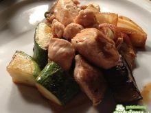 Kurczak po tajsku z cukinią