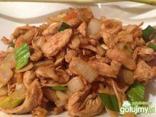 Kurczak po tajsku z trawą cytrynową.