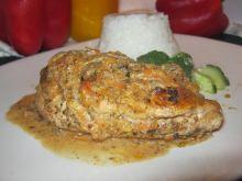 Kurczak w kremowym sosie marchewkowo-pieczarkowym