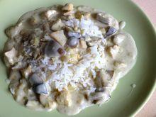 Kurczak w podgrzybkowym sosie podany z ryżem