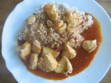 Kurczak w sosie gulaszowym z kaszą