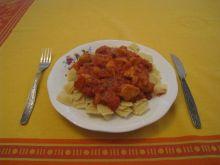 Kurczak w sosie pomidorowo - paprykowym