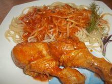 Kurczak w sosie pomidorowym z makaronem