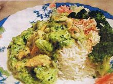 Kurczak z brokułami w sosie serowym