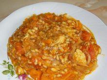 Kurczak z dynią, kaszą i pomidorami
