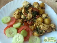 Kurczak z kuleczkami ziemniaczanymi