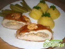 Kurczak z orzechami i serem żółtym